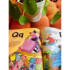 🌼NewToCloset Vintage Disney A-Z Alphabet book
